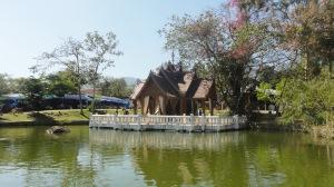 Templo a la entrada de una aldea