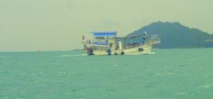 Ferry que une Koh Samet con Ban Phe